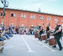 «Театральный дворик» закончился под бой барабанов