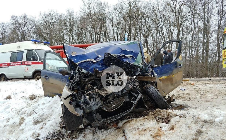В страшной аварии на трассе Тула – Новомосковск пострадали два человека: репортаж
