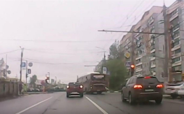 Установлена личность водителя тульского автобуса, грубо нарушившего ПДД