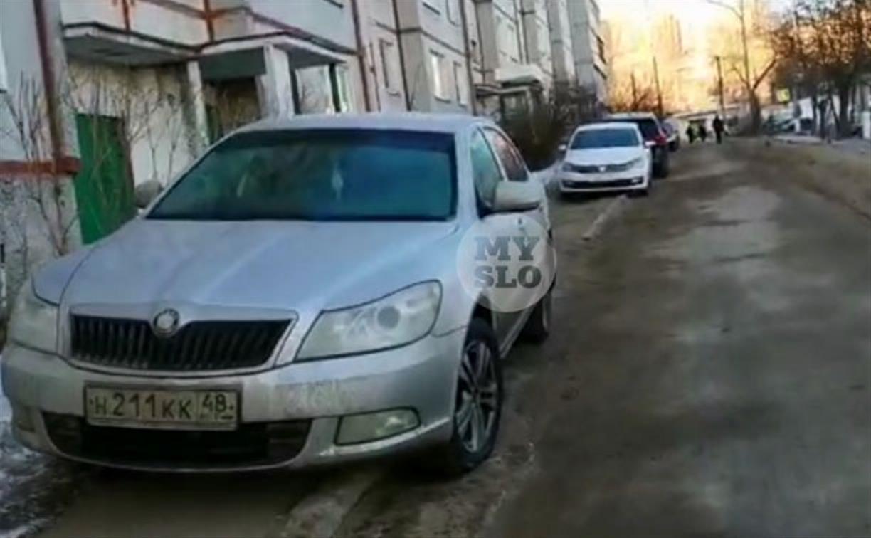 «Накажи автохама»: сколько нарушителей во дворе дома на ул. Кауля?