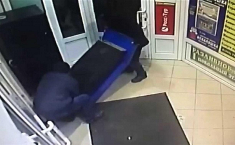 В Ясногорске неизвестные украли платежный терминал из супермаркета