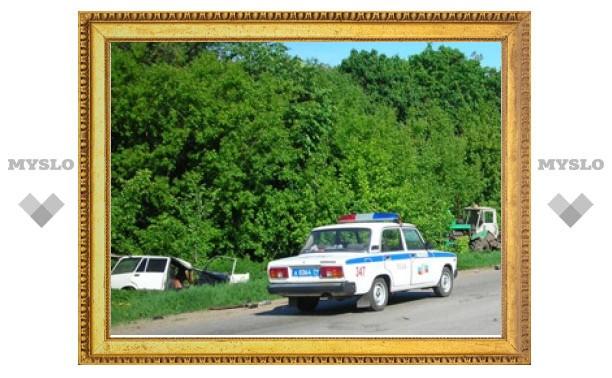В Тульской области ВАЗ-2104 протаранил трактор