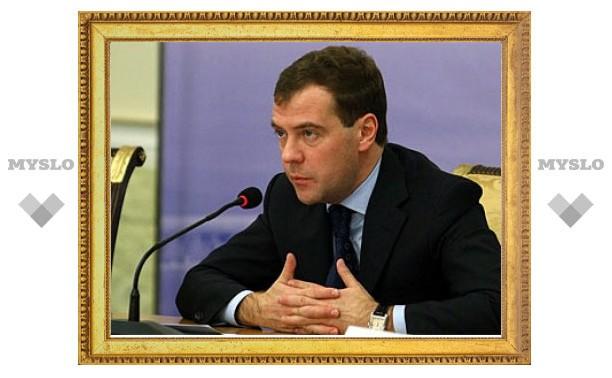 Медведев предложил создать всероссийскую платежную систему