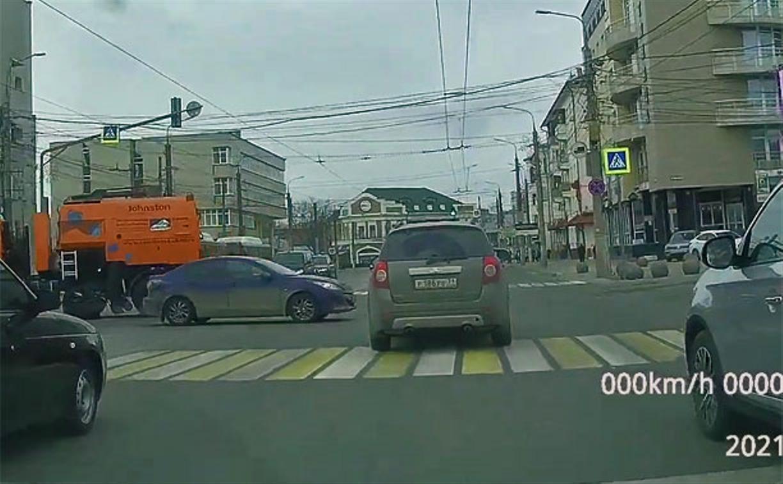 Неторопливое ДТП на ул. Советской в Туле снял видеорегистратор