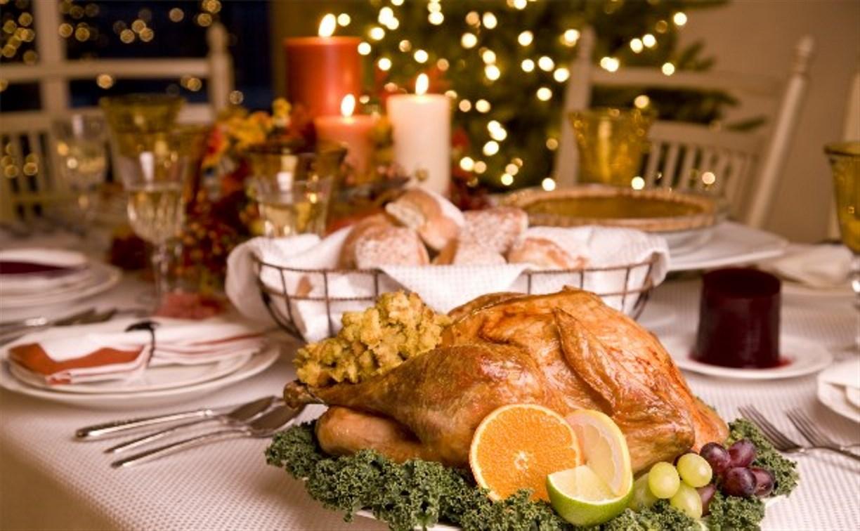 В новогоднюю ночь гости украли у хозяйки еду и косметику