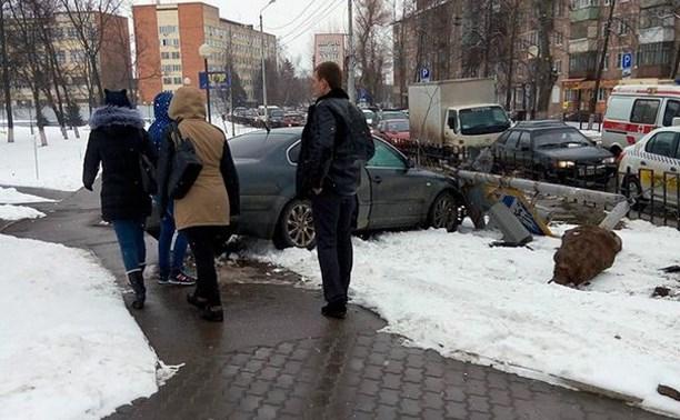 На Красноармейском проспекте в результате ДТП был поврежден светофор