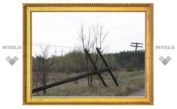 Под Тулой столб рухнул вместе с электриком