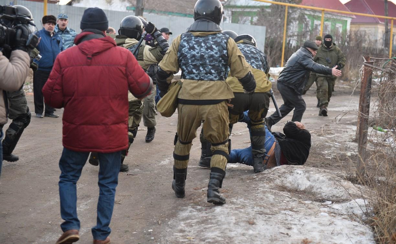 Полиция начала задержания части жителей в Плеханово