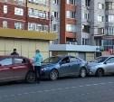 На улице Марата в Туле столкнулись три легковушки и трамвай