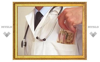 Тульского врача обвиняют в 84 преступлениях