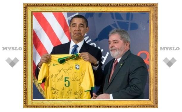 Президент Бразилии подарил Обаме майку футболиста