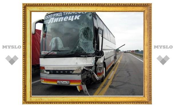 """Автобус и """"Газель"""" столкнулись под Тулой"""