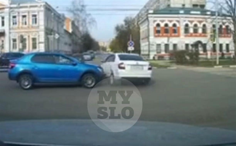 В Туле видеорегистратор снял ДТП на ул. Лейтейзена