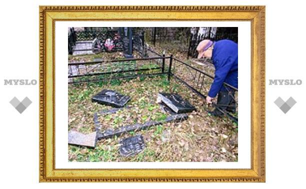 Подростки разорили кладбище под Тулой