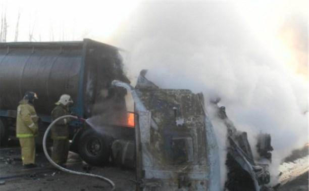 В Ефремовском районе в результате ДТП сгорели два грузовика