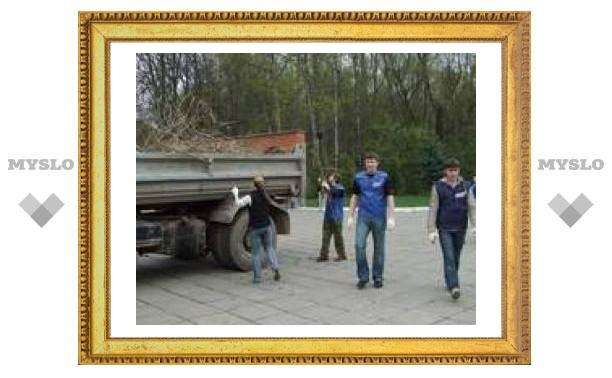 Молодые туляки помогли Всехcвятскому собору