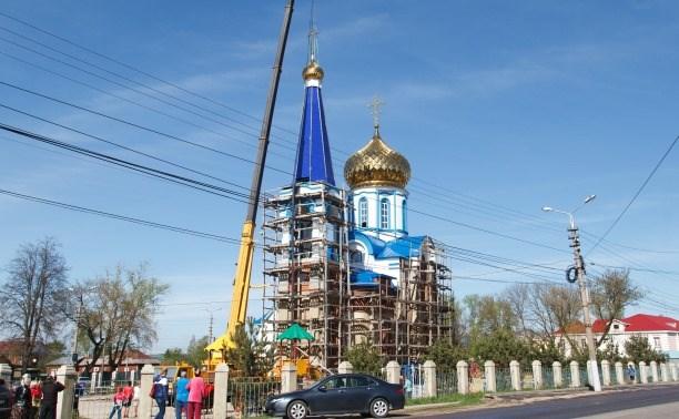 Дмитрий Маликов побывал на установке купола храма в Туле