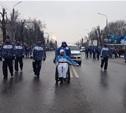 Туляки дружно приветствуют факелоносцев по маршруту эстафеты