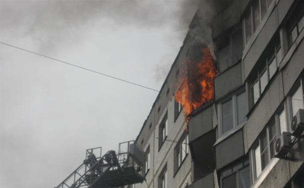 Курильщик поджег балкон своих соседей