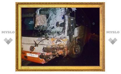 В Тульской области пассажирский автобус протаранил грузовую ГАЗель