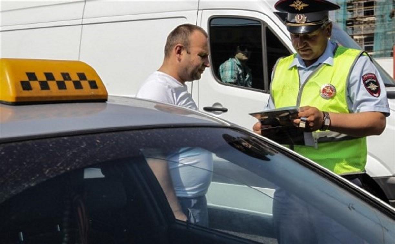 В Тульской области сотрудники ГИБДД проверили таксистов