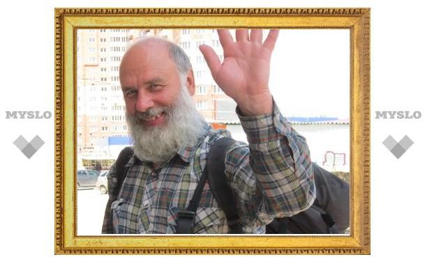 В поддержку объединения России, Украины и Белоруссии житель Санкт-Петербурга идет пешком из Владивостока в Одессу