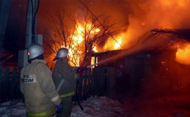 Пять пожарных расчетов тушили жилой дом в Богородицке