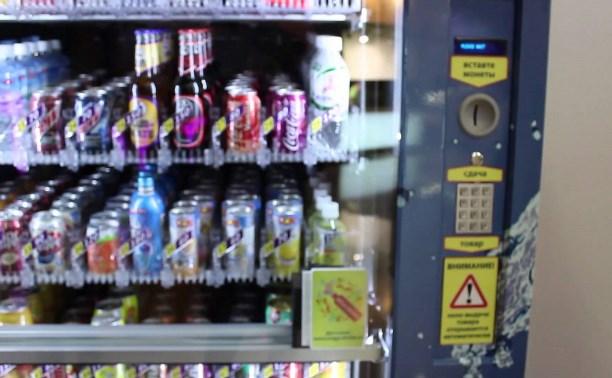 В Скуратово мужчина украл деньги из автомата с напитками