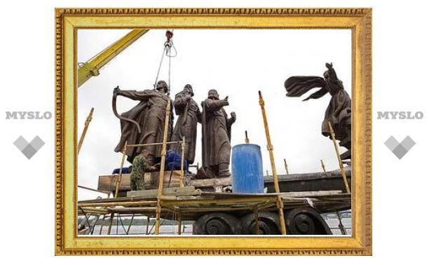 В Киеве восстановили памятник основателям города