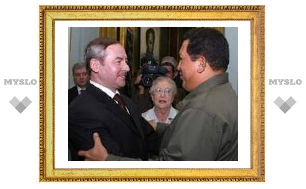Чавес даст Лукашенко нефть в обмен на тракторы и тушенку