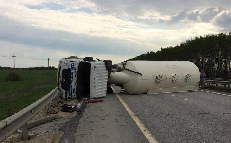 В Тульской области опрокинувшийся грузовик перекрыл трассу М-4 «Дон»