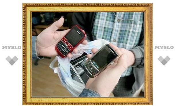 В Туле обокрали салон по ремонту мобильников