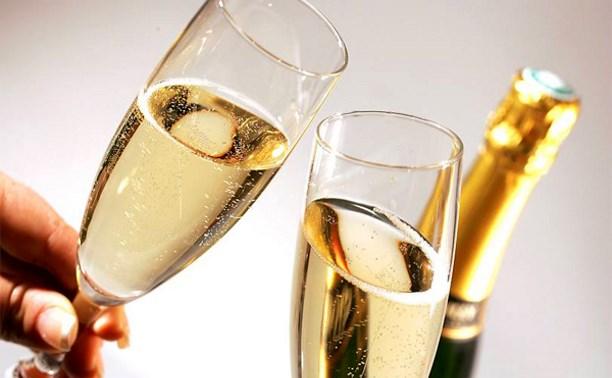 К Новому году в России установят минимальные цены на шампанское