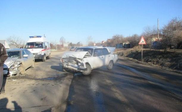 В столкновении двух отечественных авто пострадала женщина