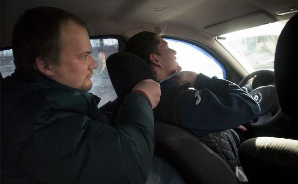 Пьяный туляк пытался задушить таксиста из-за бутылки пива