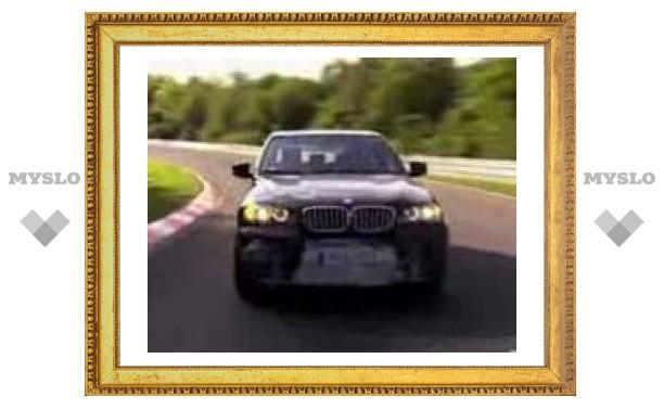 BMW X5 M проходит дорожные испытания.
