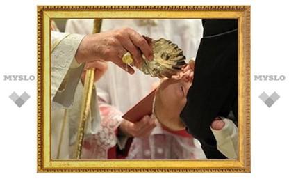 Бенедикт XVI крестил 21 младенца в Сикстинской капелле