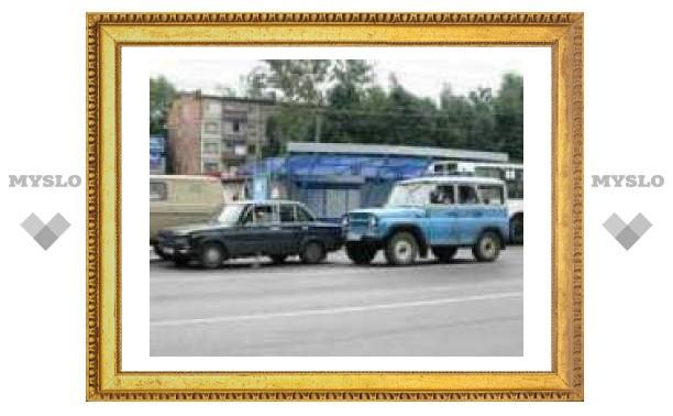 """УАЗ в центре Тулы """"поцеловал"""" """"шестерку""""."""