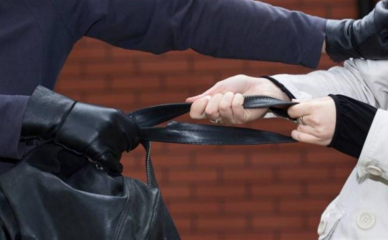 В Новомосковске уголовник ограбил пенсионерку