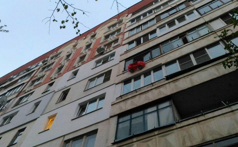 На улице Степанова в Туле из окна пятого этажа выпали двое детей