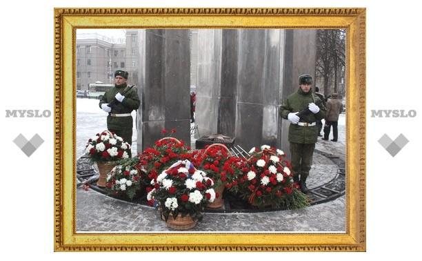 В Туле состоялось возложение цветов к Вечному огню