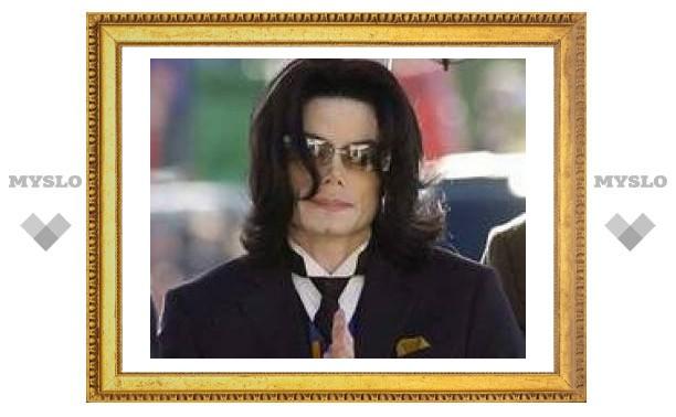 Юристы Майкла Джексона подали на него в суд