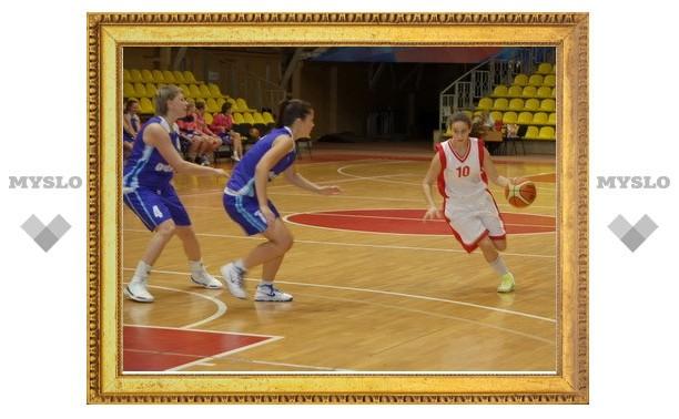 Тульские и брянские студентки-баскетболистки сыграли вничью