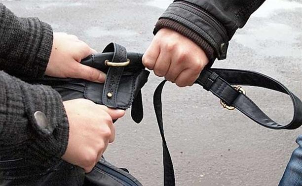 Уличного грабителя приговорили к 400 часам работ