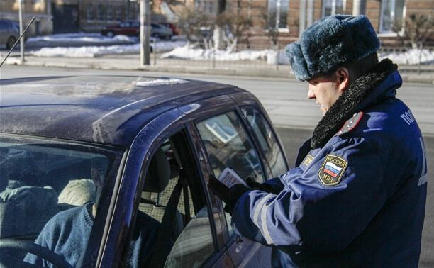 ДПСники задержали иностранца с поддельными правами