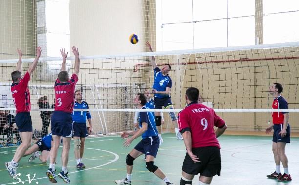 Тульские ветераны волейбола первенствовали на турнире в Подмосковье