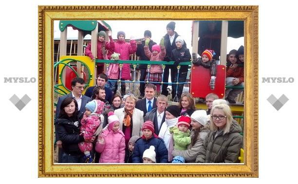 Владимир Груздев приехал на чай к тульской многодетной семье