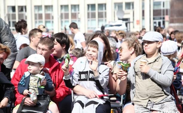 Алексей Дюмин поздравил туляков с Днем защиты детей