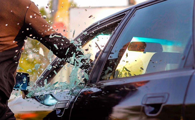 Подрезал на дороге: В Туле водитель разбил ногой стекло в иномарке автохама