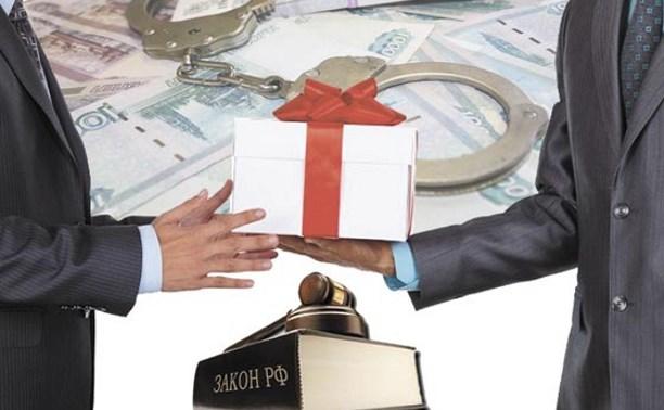 Тулякам напоминают о запрете дарить подарки госслужащим